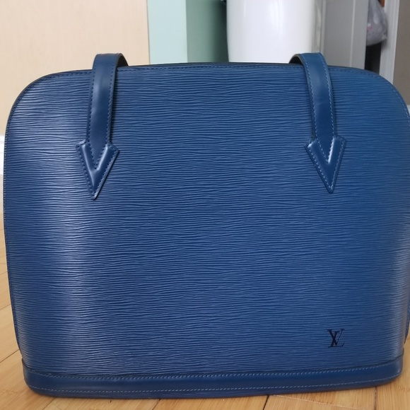 90662b7e17f5 Louis Vuitton Handbags - Vintage(97 ) Louis Vuitton Blue Epi Leather bag